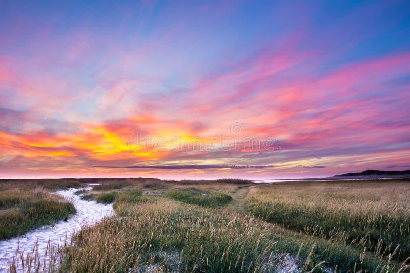 Zonsondergang NP Slufter Texel Holland stock afbeeldingen