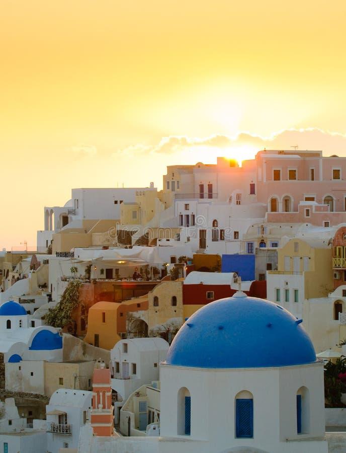 Zonsondergang in Oia dorp, Santorini eiland, Griekenland royalty-vrije stock foto's