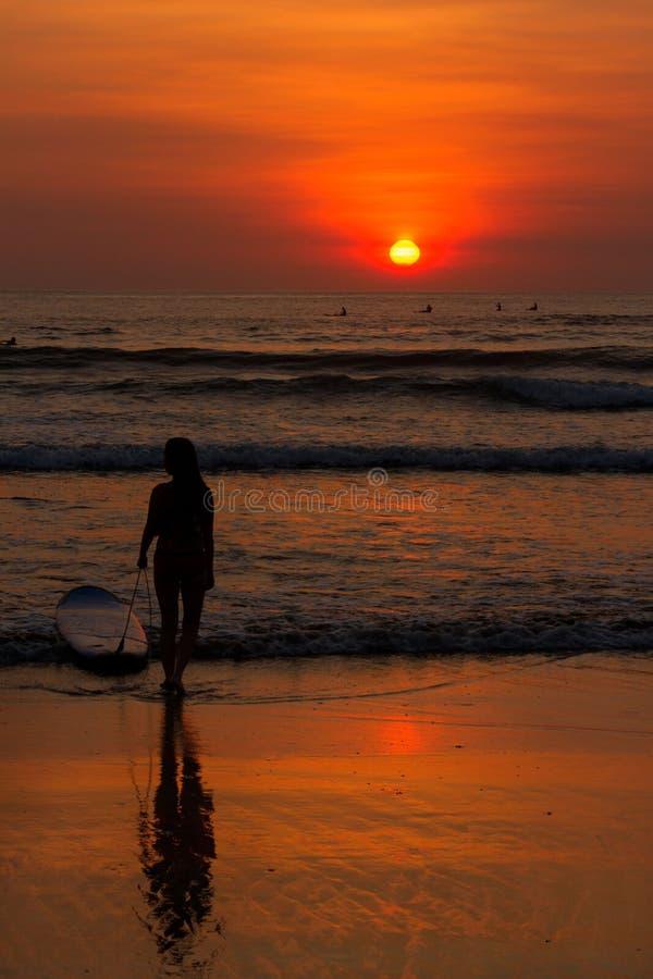 Zonsondergang op Bali Indonesië stock afbeelding