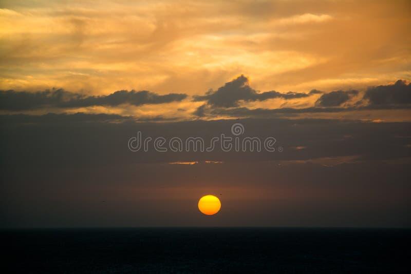 Download Zonsondergang Op Coche-Eiland Stock Foto - Afbeelding bestaande uit gevestigd, tropisch: 107707084