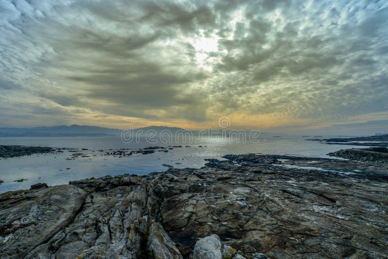 Zonsondergang op de Atlantische kust royalty-vrije stock foto's