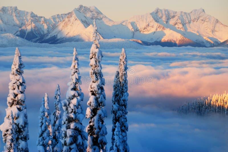 Zonsondergang op de Bergen Monashee stock fotografie