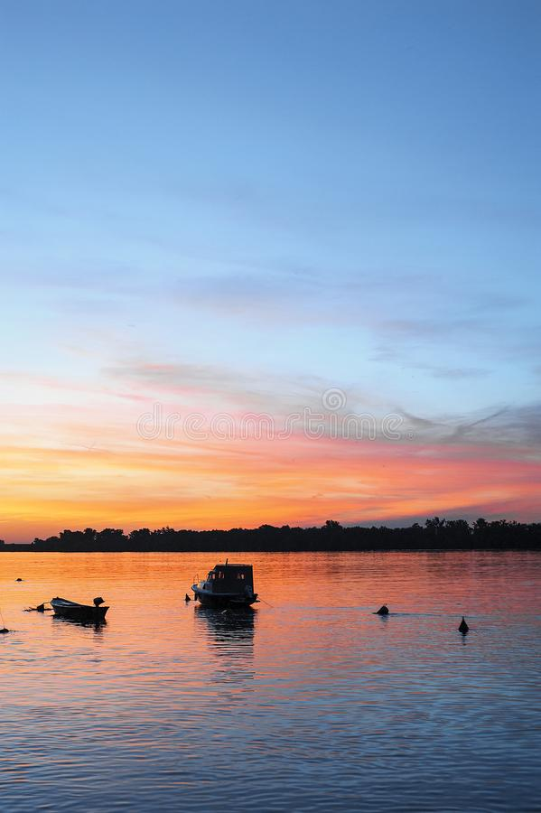 Zonsondergang op de Donau stock fotografie