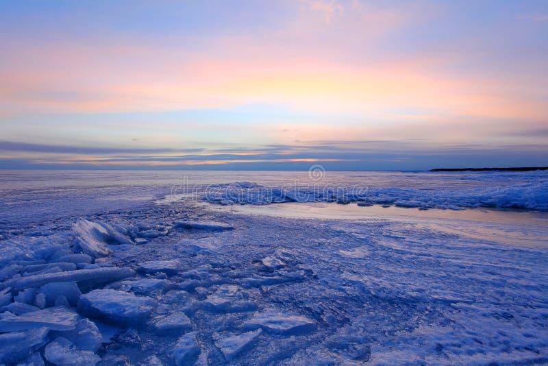 Zonsondergang op de Golf van Finland, St. Petersburg, Rusland royalty-vrije stock fotografie