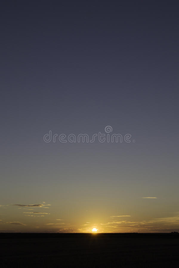 Zonsondergang op de horizon royalty-vrije stock afbeeldingen