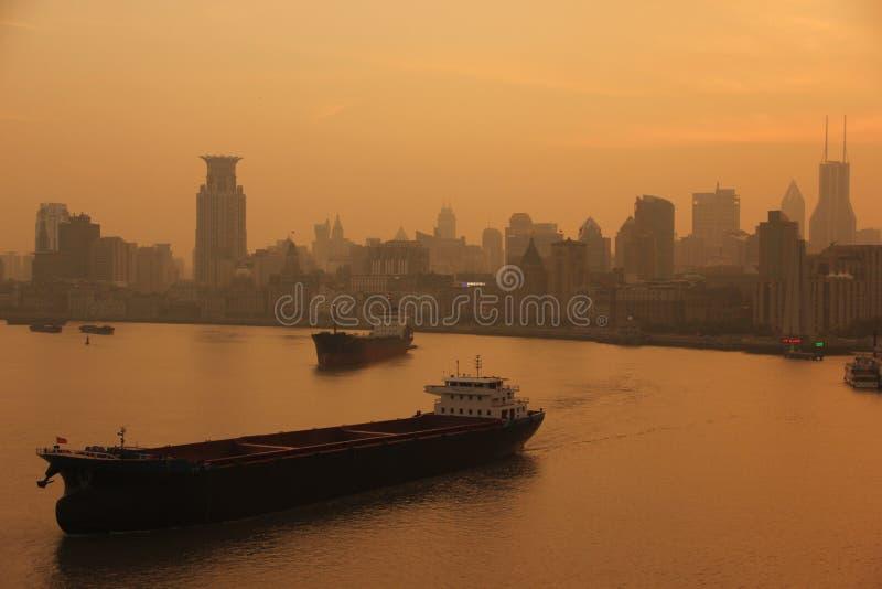 Zonsondergang op de Huangpu-Rivier royalty-vrije stock foto
