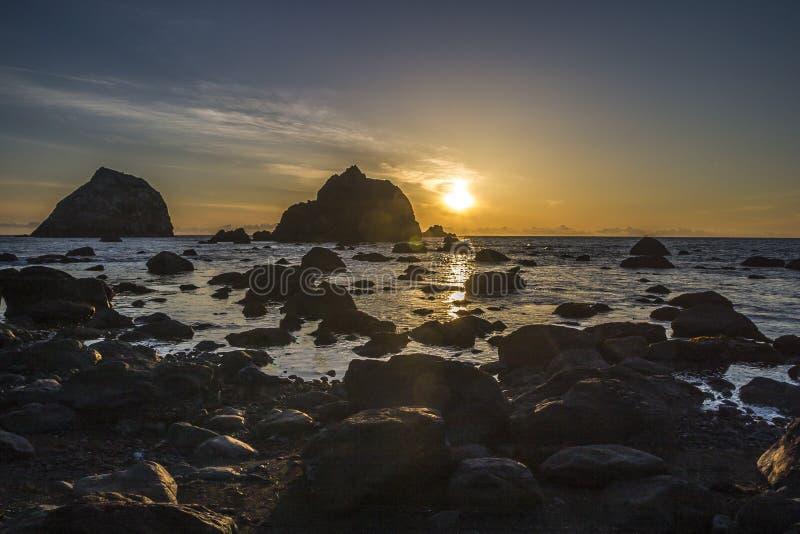 Zonsondergang op de kust van Oregon stock foto's
