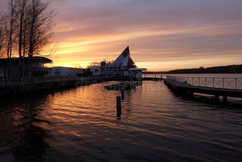 Zonsondergang op de pijler stock foto