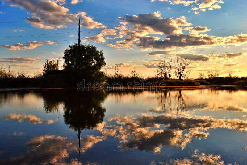 Zonsondergang op de rivier Dnipro royalty-vrije stock foto