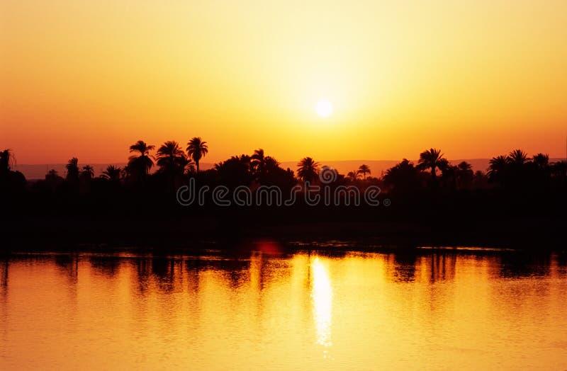Zonsondergang op de Rivier van Nijl, Egypte. stock afbeelding