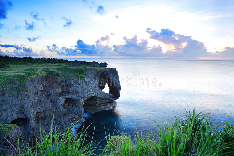 Zonsondergang op de rotsen royalty-vrije stock foto's