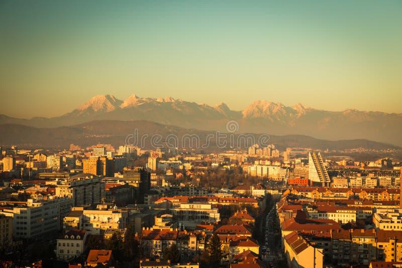 Zonsondergang op de stad van Ljubljana stock afbeeldingen