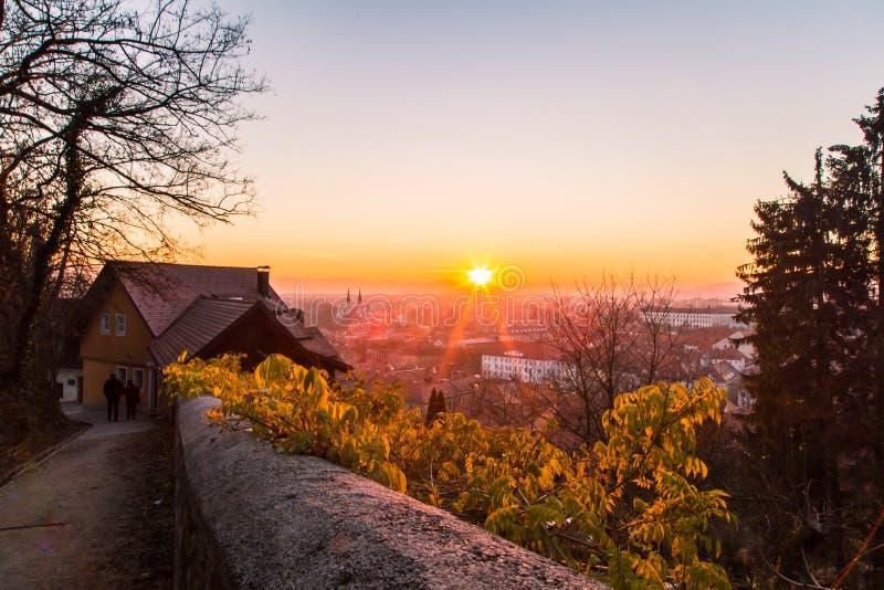 Zonsondergang op de stad van Ljubljana stock foto's
