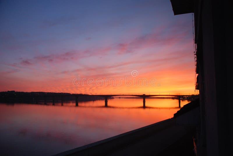Zonsondergang op de Volga Rivier royalty-vrije stock fotografie