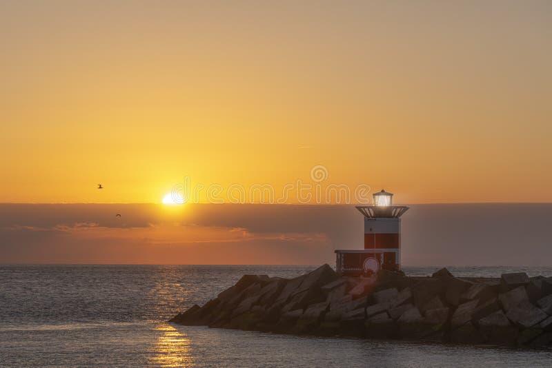 Zonsondergang op de vuurtoren royalty-vrije stock fotografie