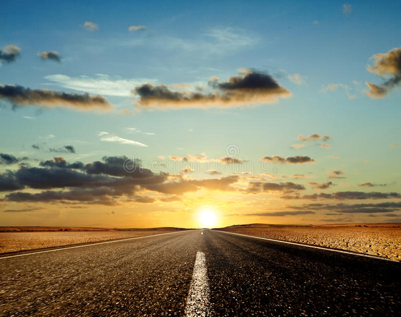 Zonsondergang op de Weg stock foto