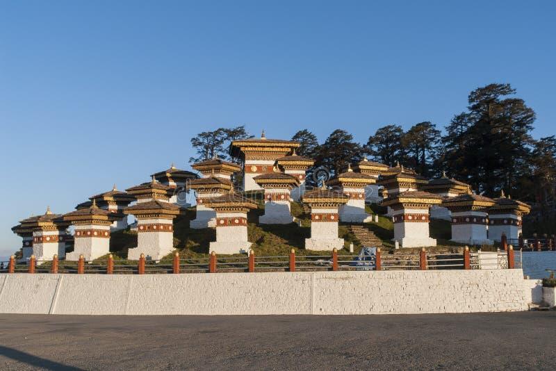 Zonsondergang op Dochula-Pas - Bhutan stock foto