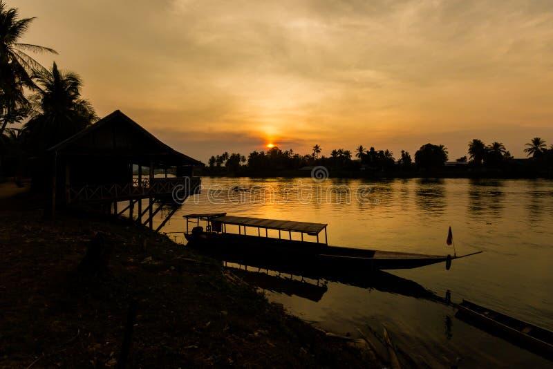 Zonsondergang op Don Khone Laos stock afbeelding
