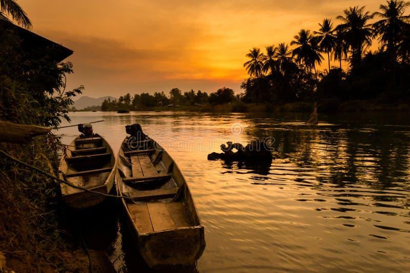 Zonsondergang op Don Khone Laos royalty-vrije stock afbeeldingen