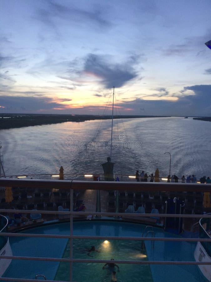 Zonsondergang op een Cruise stock foto