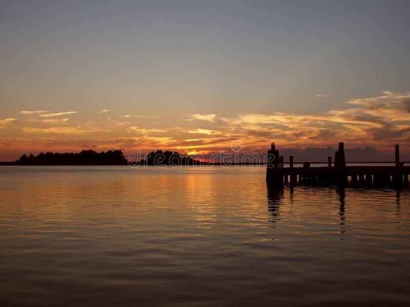 Zonsondergang op een Pijler in Crisfield, Maryland stock afbeelding