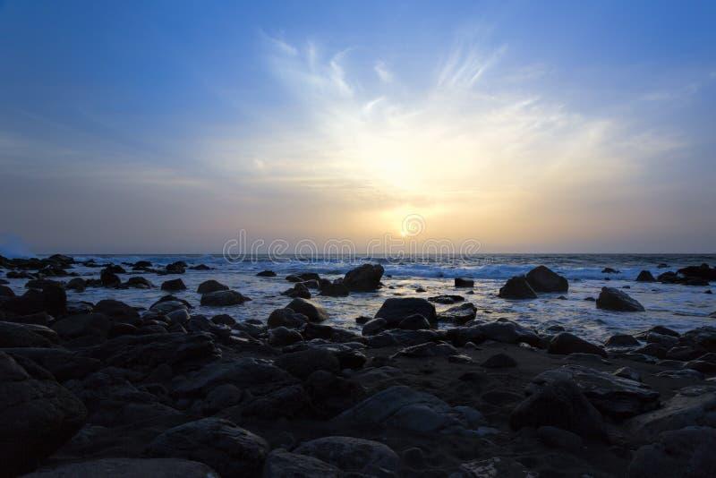 Zonsondergang op een strand, Gomera eiland, Spanje royalty-vrije stock foto's