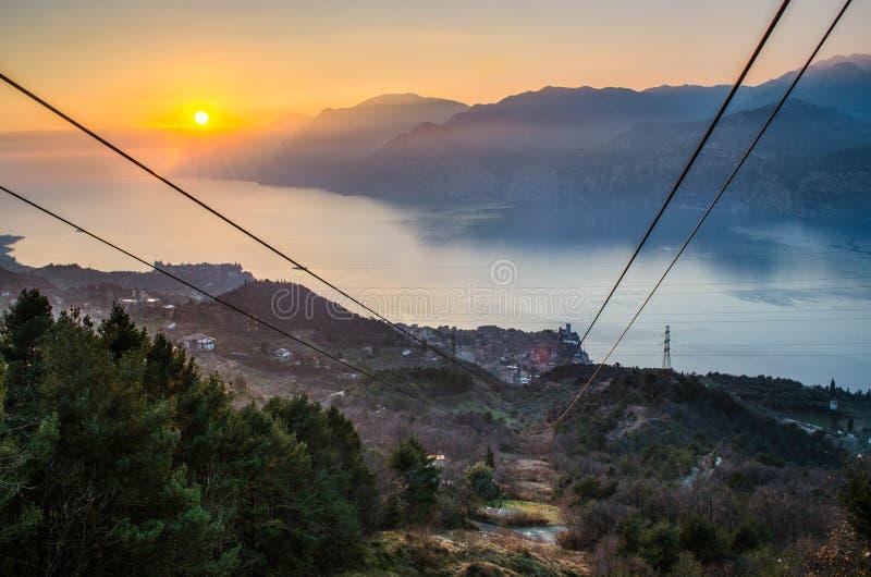 Zonsondergang op Garda-Meer stock foto's
