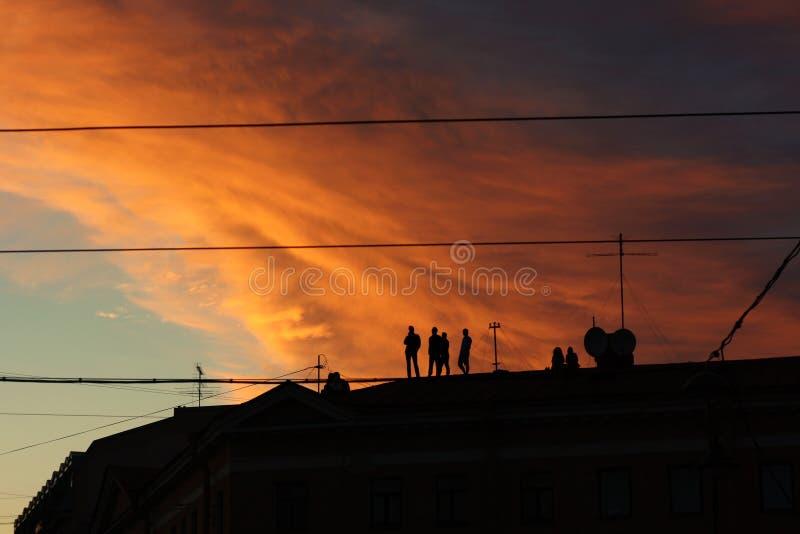 Zonsondergang op het dak royalty-vrije stock foto