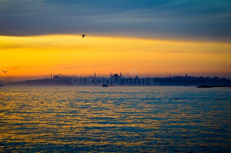 Zonsondergang op het historische schiereiland van Istanboel royalty-vrije stock foto