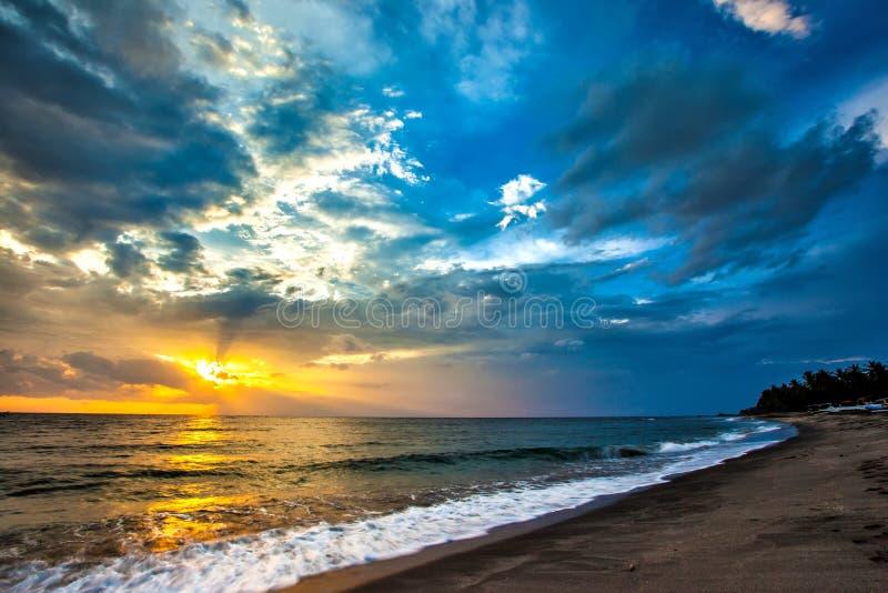 Zonsondergang op het Lombok-eiland, Indonesië royalty-vrije stock foto