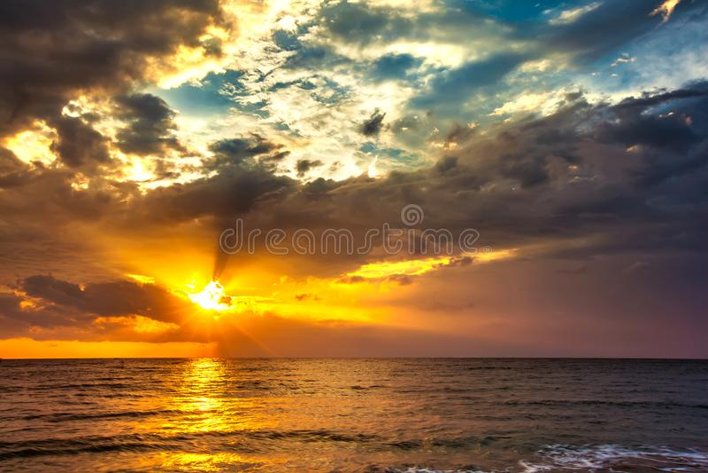 Zonsondergang op het Lombok-eiland, Indonesië royalty-vrije stock fotografie