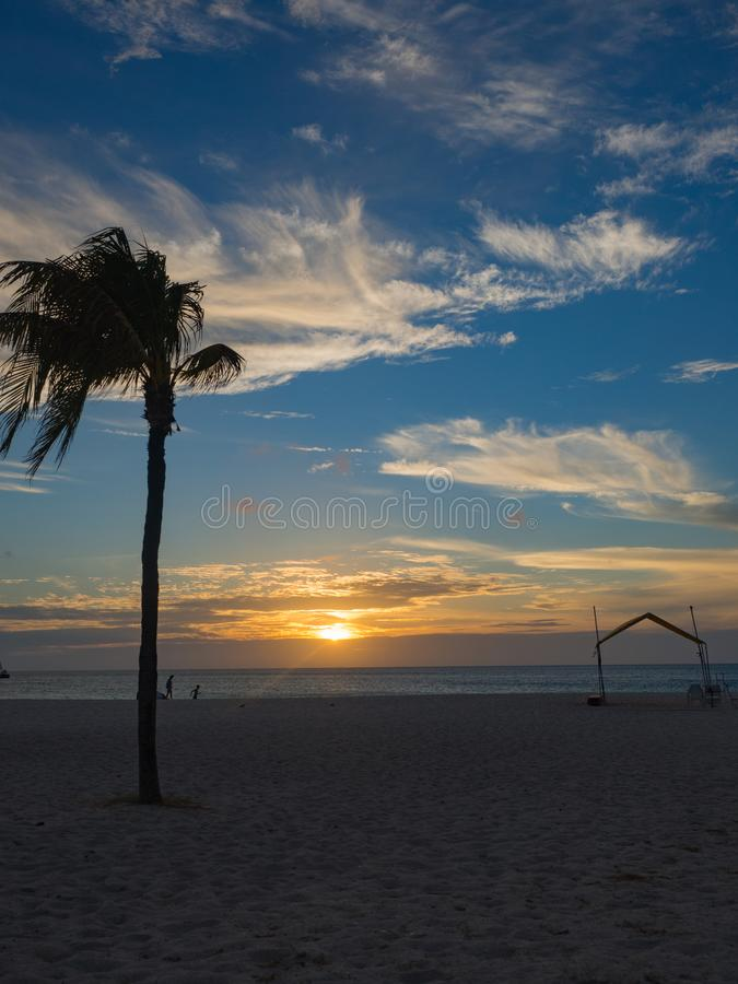 Zonsondergang op het Strand van Aruba royalty-vrije stock fotografie