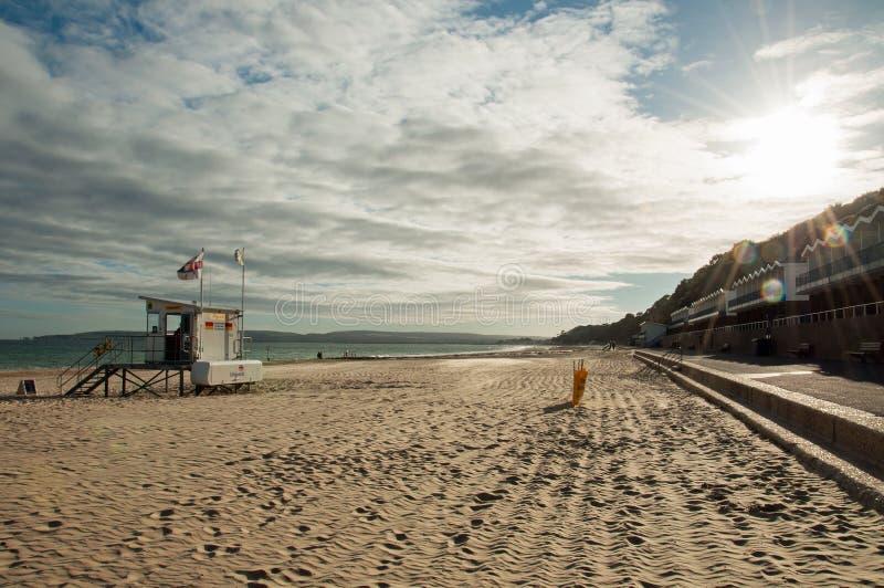 Zonsondergang op het strand van Bournemouth in de zomer royalty-vrije stock foto's