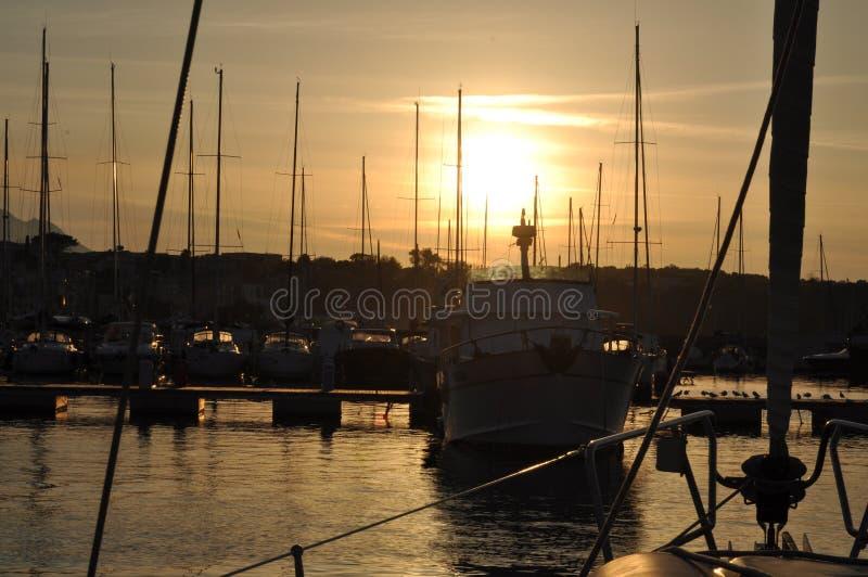 Zonsondergang op Jachthaven Procida stock foto