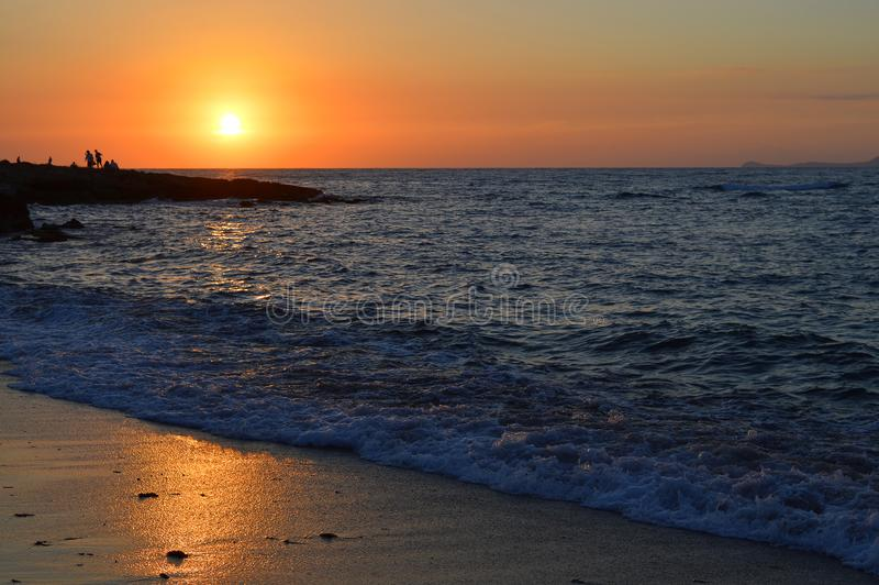 Zonsondergang op Kato Gouves-strand stock afbeeldingen