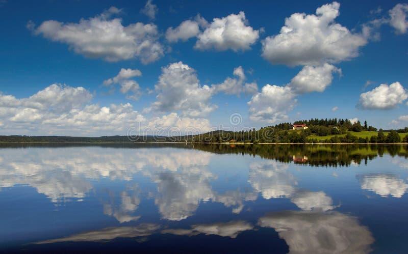 Zonsondergang op Lipno-dam royalty-vrije stock afbeelding