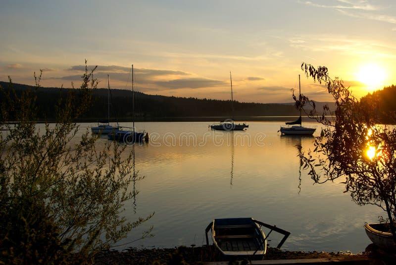 Zonsondergang op Lipno-dam royalty-vrije stock foto