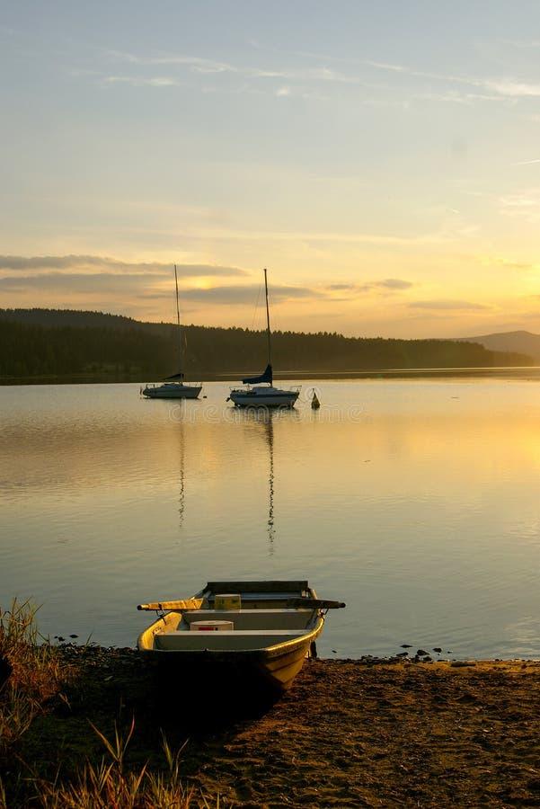 Zonsondergang op Lipno-dam royalty-vrije stock fotografie
