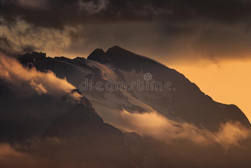 Zonsondergang op Marmolada stock foto's