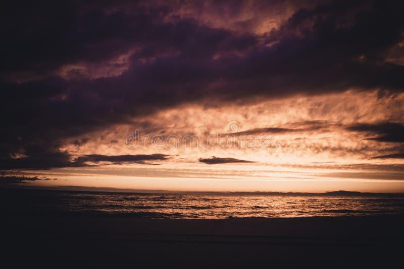 Zonsondergang op Meer Baikal stock afbeeldingen