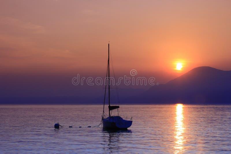 Zonsondergang op Meer Garda, Italië stock afbeeldingen
