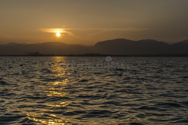 Zonsondergang op Meer Inle royalty-vrije stock foto's
