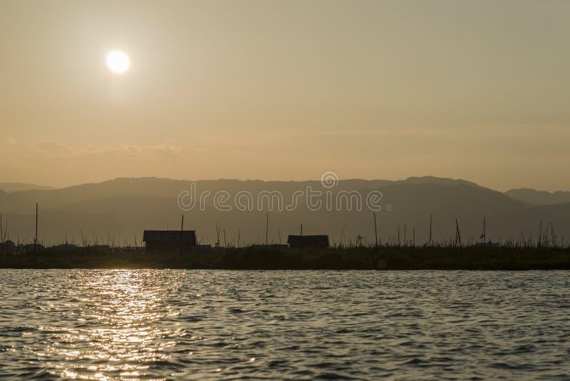 Zonsondergang op Meer Inle stock foto's