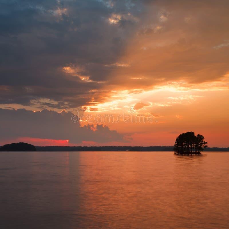 Zonsondergang op meer lanier Meer royalty-vrije stock afbeelding