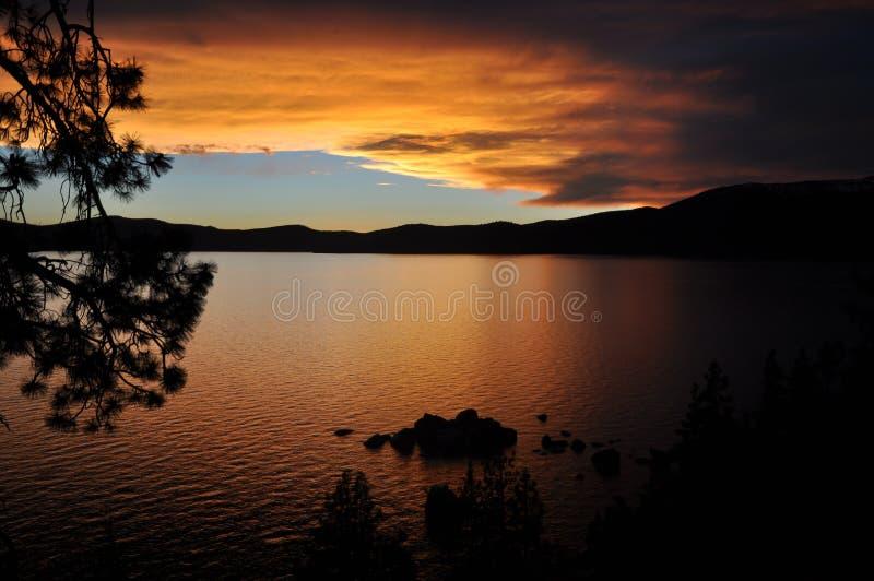 Zonsondergang op Meer Tahoe stock foto's