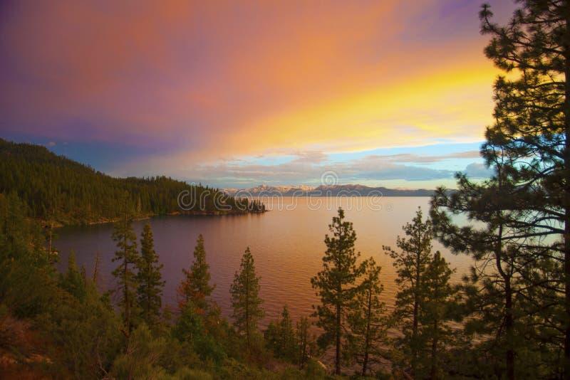 Zonsondergang op Meer Tahoe stock foto