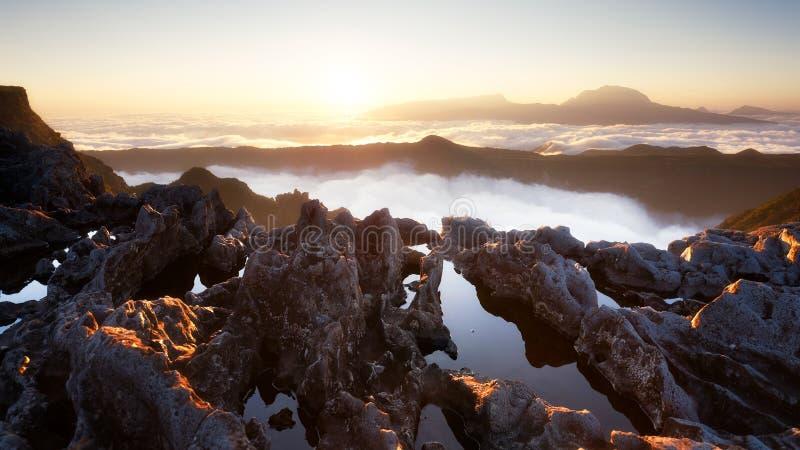 Zonsondergang op Piton des Neiges, Bijeenkomsteiland royalty-vrije stock afbeeldingen