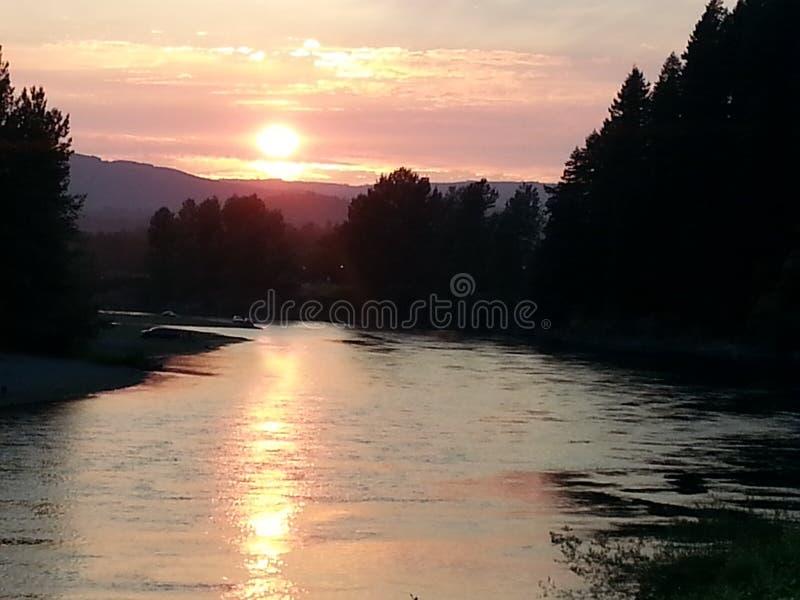 Zonsondergang op rivier royalty-vrije stock afbeeldingen