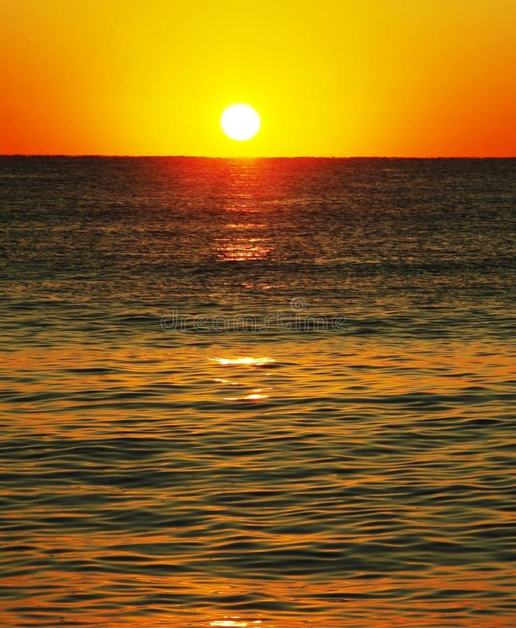 Zonsondergang op seaa royalty-vrije stock afbeelding