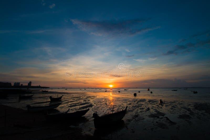 Zonsondergang op strand royalty-vrije stock foto's